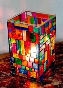 Подсвечник, украшенный витражными красками