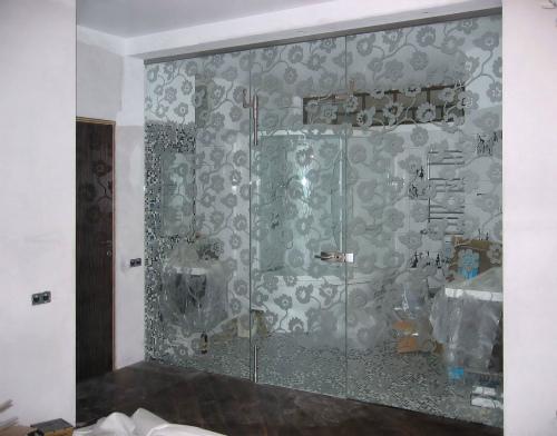 Зонирование однокомнатной квартиры стеклянными перегородками