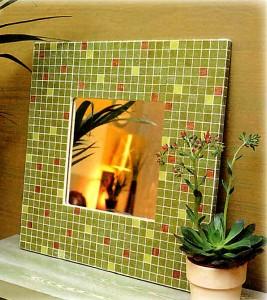 Зеркало с мозаичной рамой