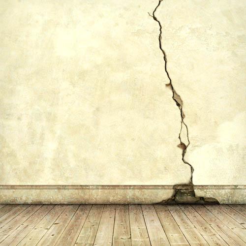 Отремонтировать трещину в стене
