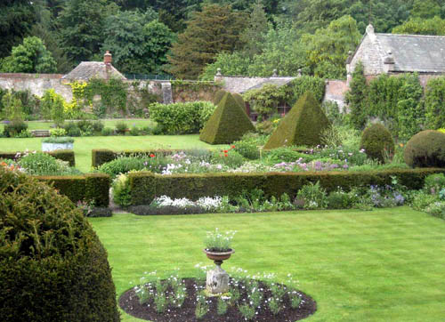 Готический стиль в саду
