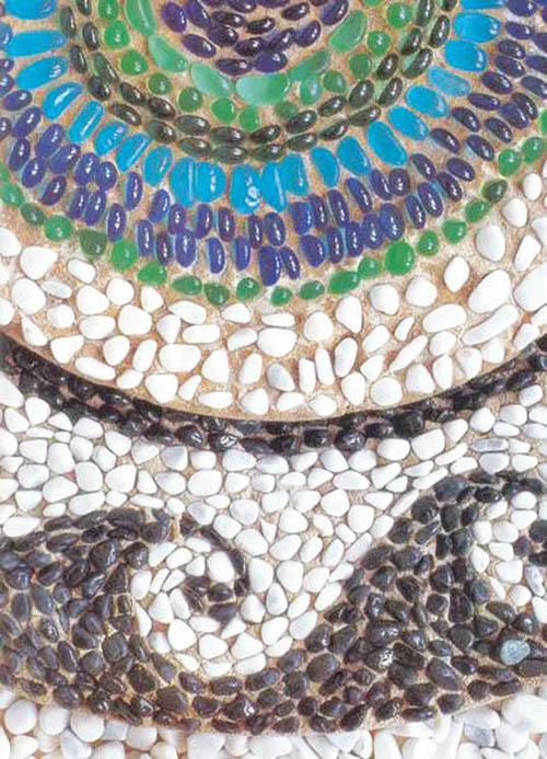Мозаика из гальки на даче