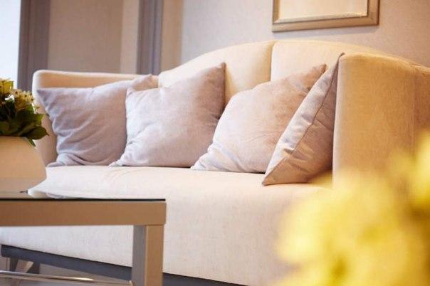 Чем чистить мягкую мебель и как удалять пятна