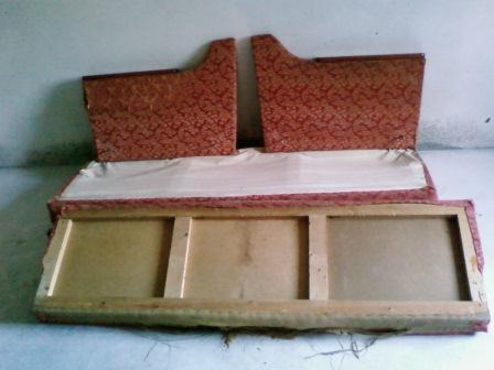 Простая перетяжка старого дивана своими руками1