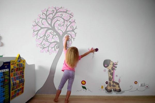 Разрисованная стена в детской комнате