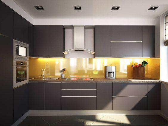 Черно-белая бюджетная кухня эконом класса