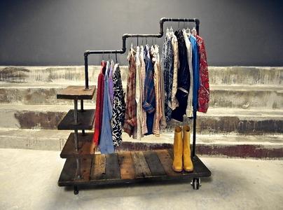 Стационарная вешалка-стойка для одежды