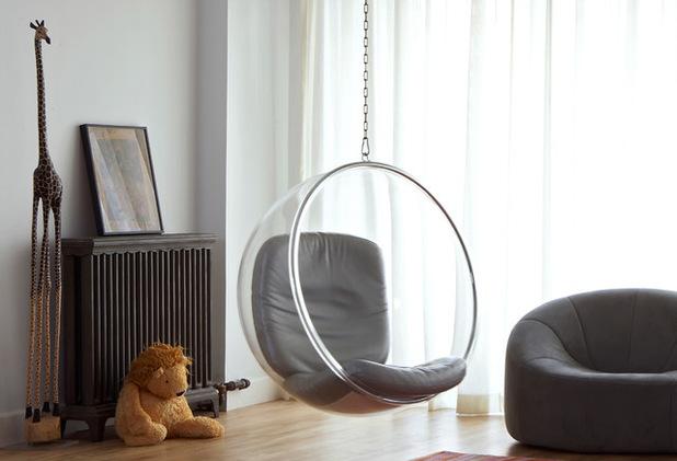 Качели из стекла в интерьере дома
