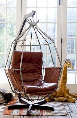 Кресло - качели в интерьере дома
