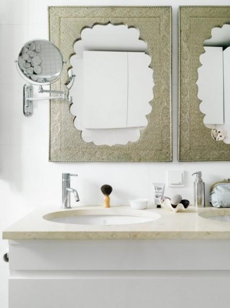 Маленькая ванная зеркало в красивой винтажной раме