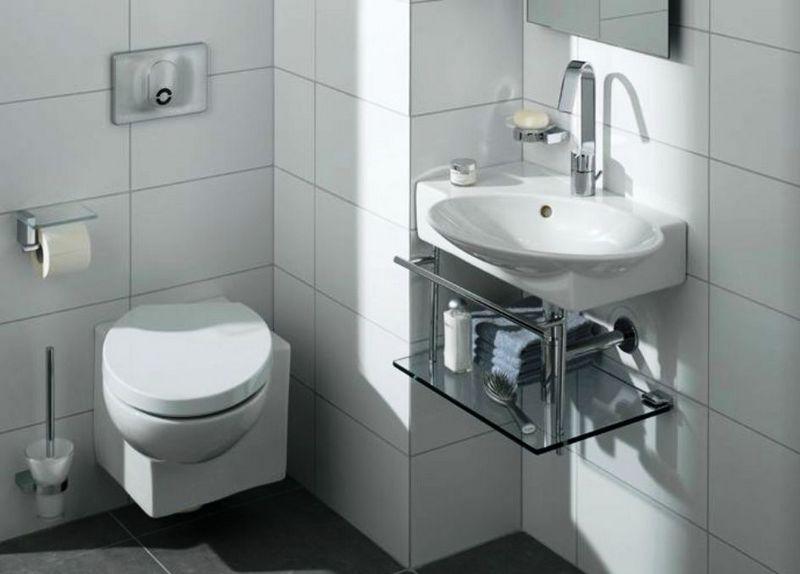 Угловой унитаз в небольшой ванной