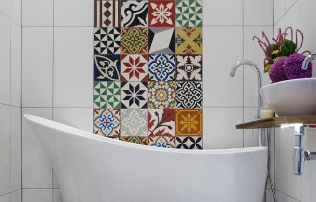 Маленькая ванная с орнаментом