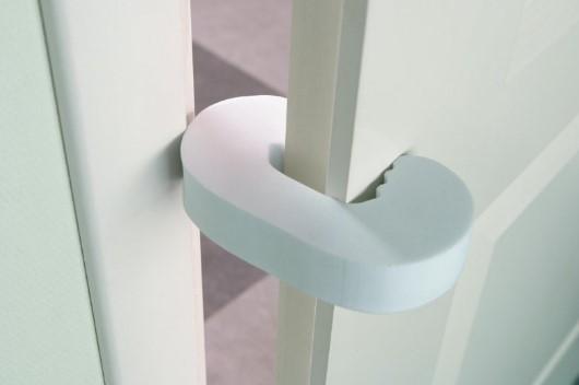 Пластиковые амортизаторы для двери